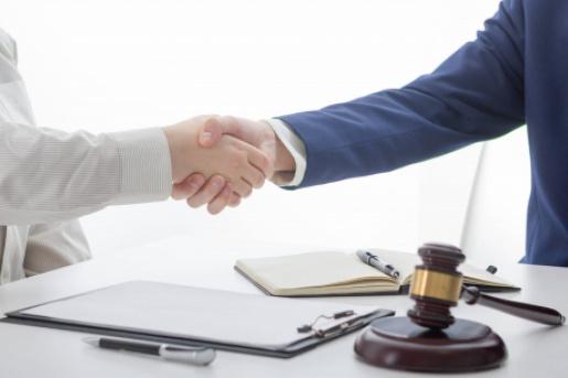 Услуги юристов по получению финансовой лицензии в Канаде.